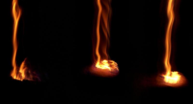 Die ewigen Feuer der Chimaira bei Nacht