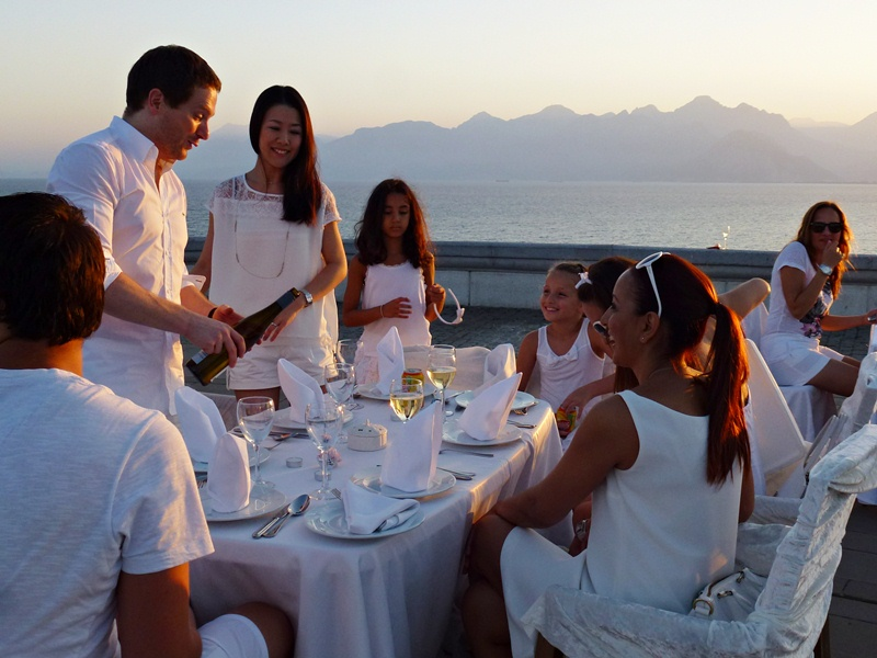 White Dinner, Antalya, Meer, Berge